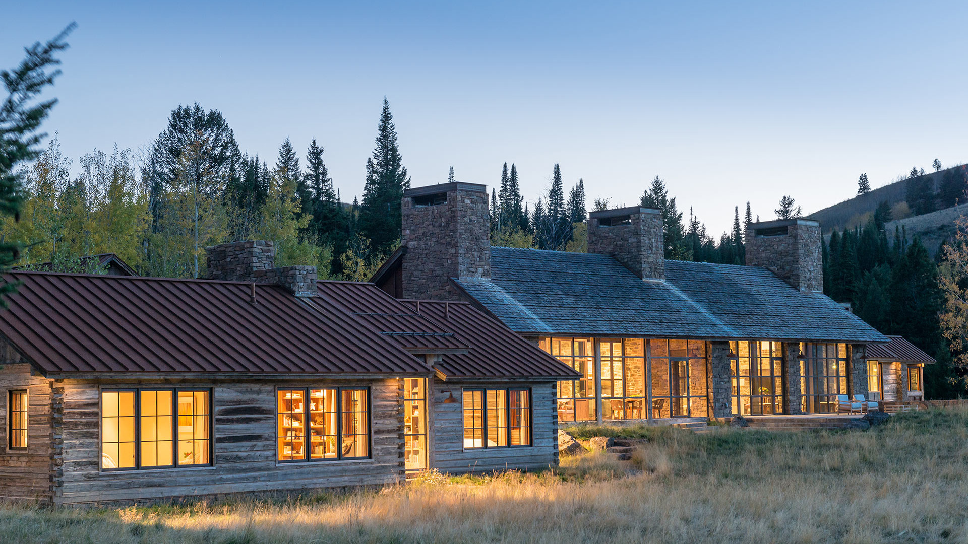 View of the Mountain House project equipped with thermal steel windows and doors in WYOMING