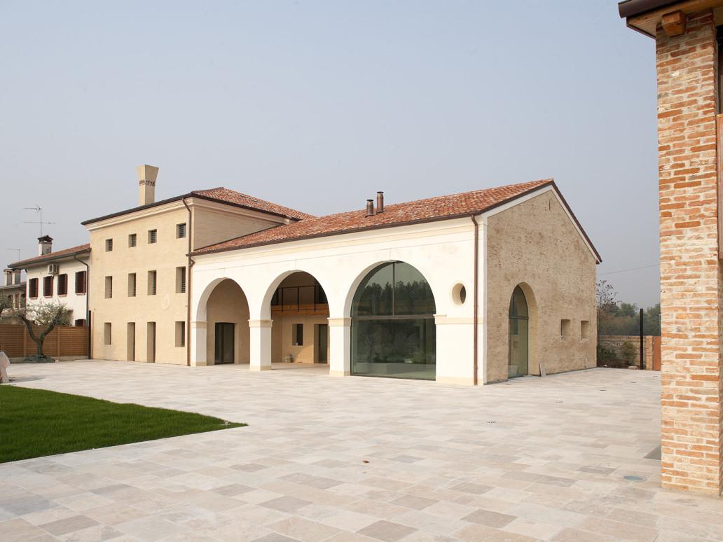 View of the restored Venetian Villa with thermally broken bronze windows and doors