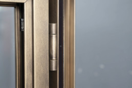 brombal's metal hinges